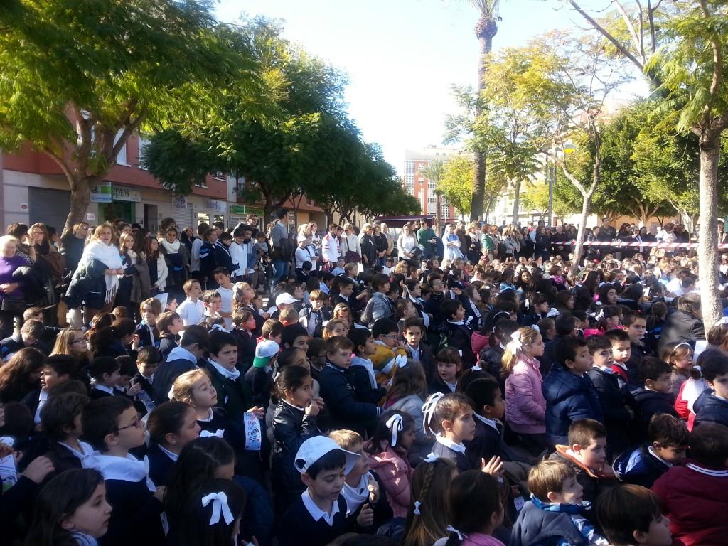 Alumnos y profesores en la plaza del Azor - Espinardo