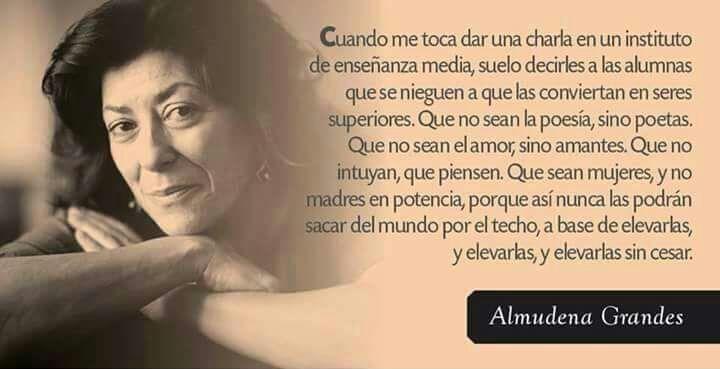 Almudena Grandes - columnista habitual del diario El País, y contertulia en la sección Hoy por hoy de Cadena SER
